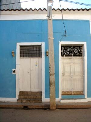 'Front door' is what you can see in this casa particular picture. Casas particulares are an alternative to hotels in Cuba. Check our website cuba-particular.com often for new casas.