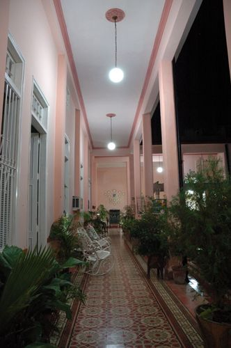 'Hall inside the house' is what you can see in this casa particular picture. Casas particulares are an alternative to hotels in Cuba. Check our website cuba-particular.com often for new casas.